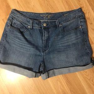 Melissa McC cuffed denim shorts